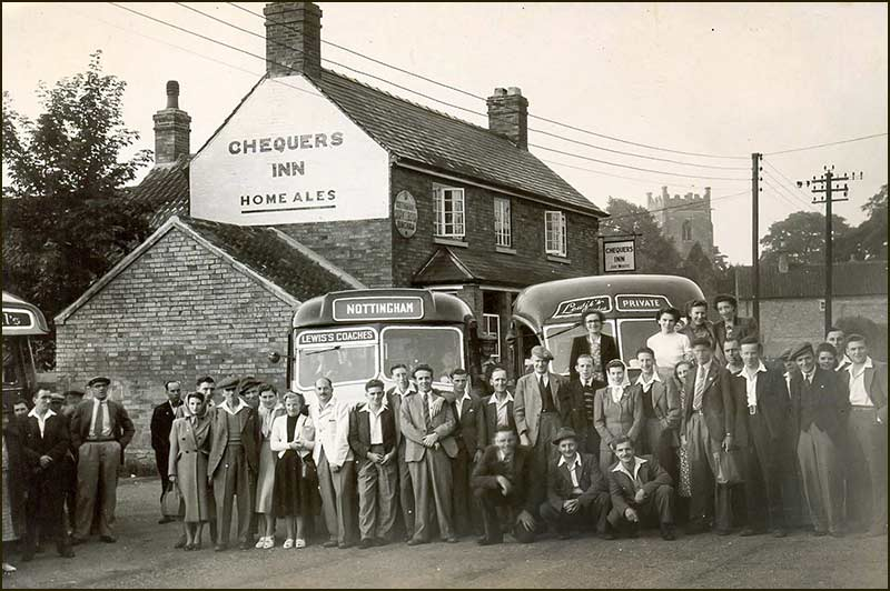 Bus trip setting off from Chequers Inn (1950)